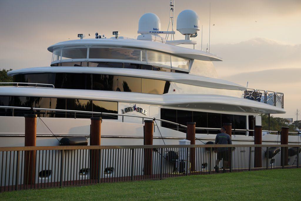 Motor Yacht Lone Star